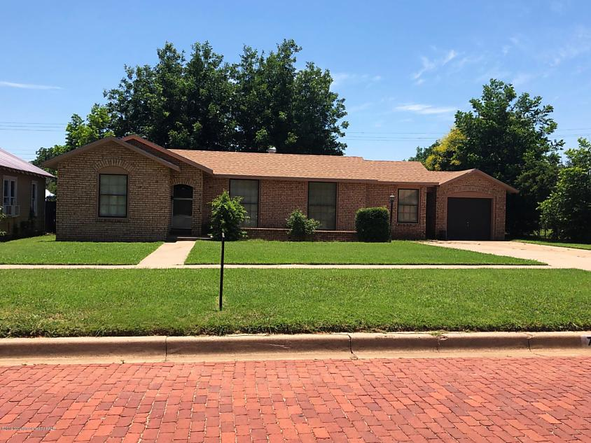 Photo of 707 D NW Childress, TX 79201