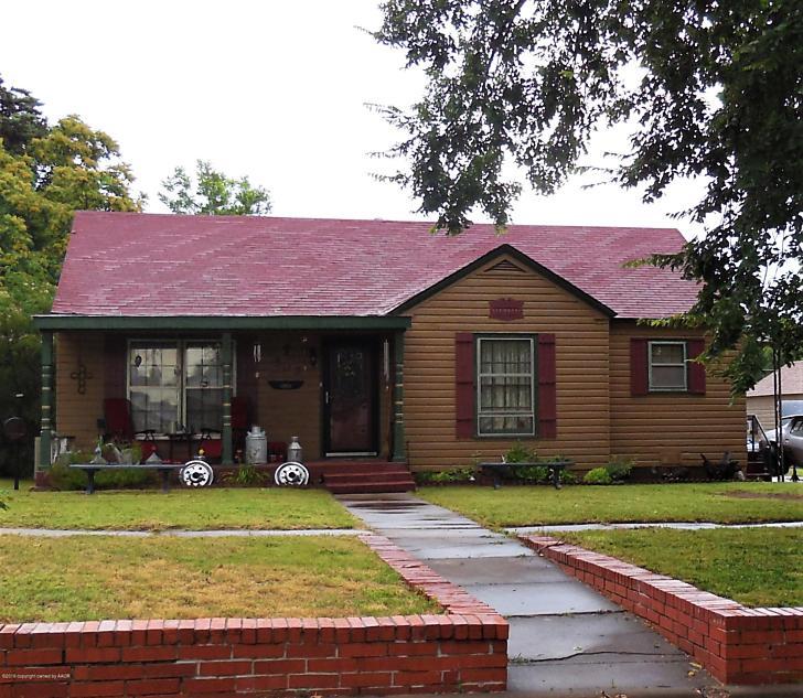Photo of 502 Madden St Shamrock, TX 79079