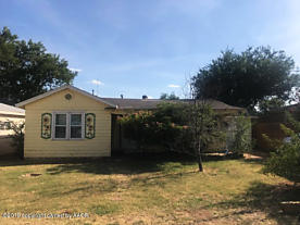 Photo of 1207 Ave M NW Childress, TX 79201