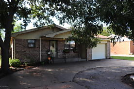 Photo of 909 1/2 Houston St Shamrock, TX 79079