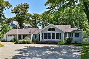 Photo of 27 Shattuck Place Chatham, MA 02633