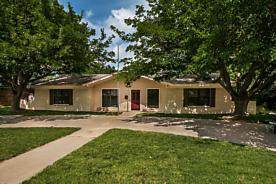 Photo of 3903 Huntington Dr Amarillo, TX 79109
