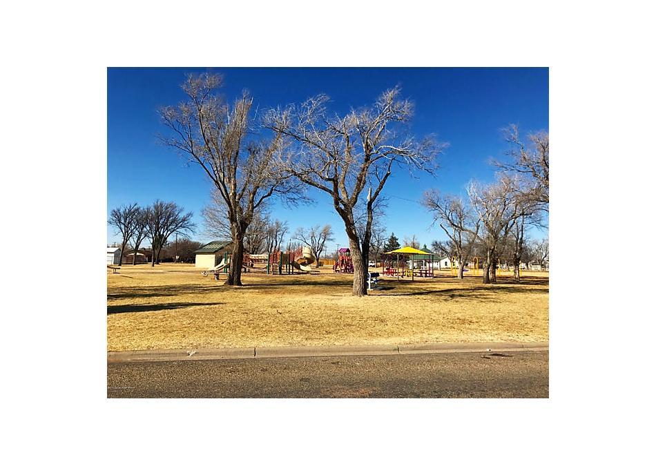 Photo of 1000 Oak Panhandle, TX 79068