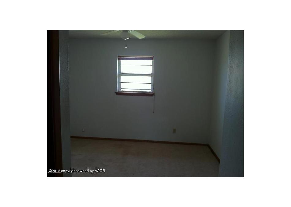 Photo of 412 9th St Shamrock, TX 79079