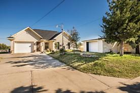Photo of 4826 Mountain Dr Amarillo, TX 79108
