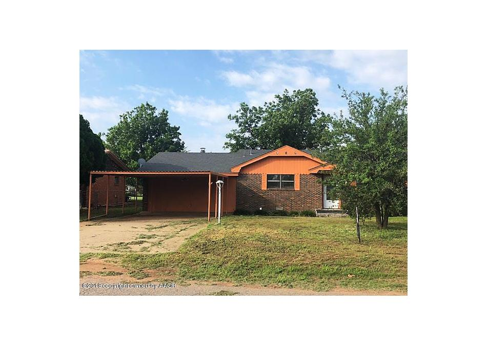 Photo of 606 Ave J Se Childress, TX 79201