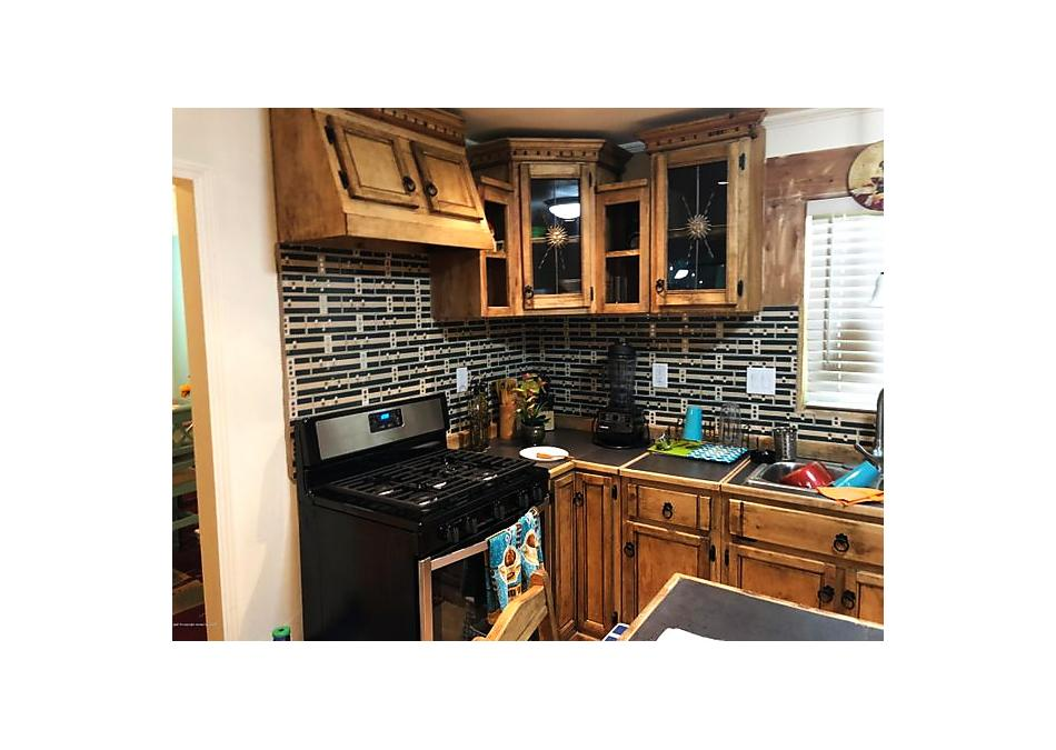 Photo of 608 Lee St Borger, TX 79007