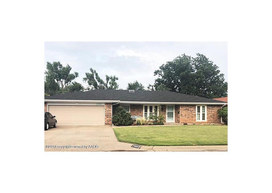 Photo of 1105 Fordham S Perryton, TX 79070