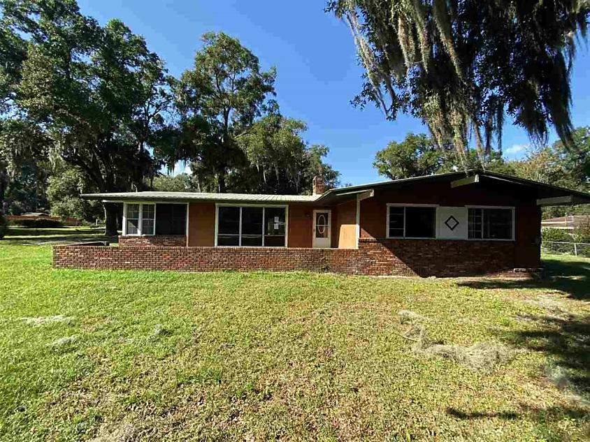 Photo of 2216 Westover Dr Palatka, FL 32177