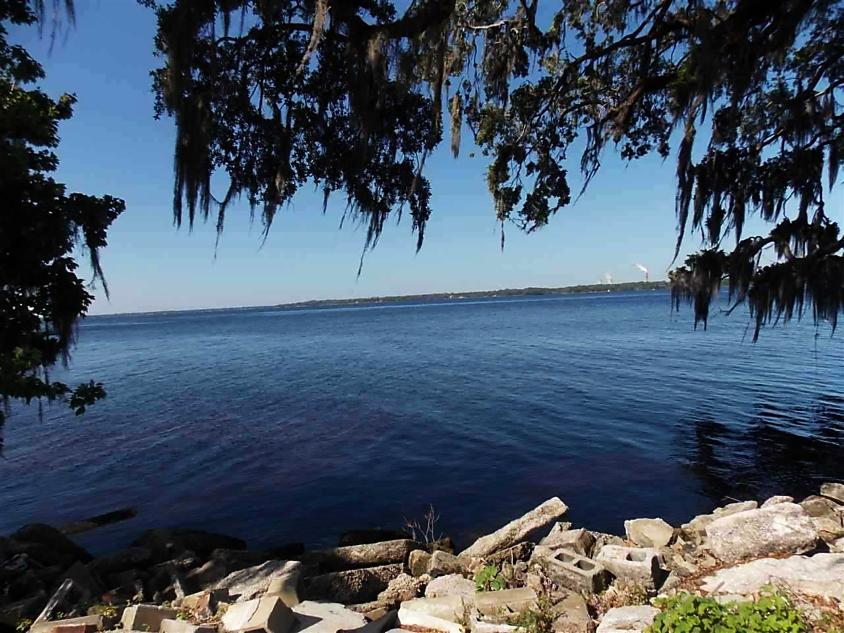 Photo of 105 W Groveland Lane East Palatka, FL 32131