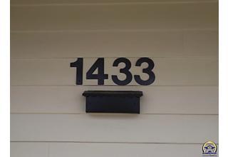 Photo of 1433 Sw Burnett Rd Topeka, KS 66604