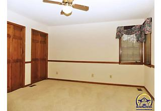 Photo of 3717 Sw Stonybrook Dr Topeka, KS 66610