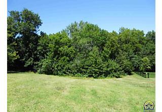 Photo of 6816 Sw Cottonwood Cir Topeka, KS 66614