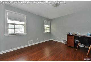 Photo of 989 Hillcrest Road Ridgewood, NJ