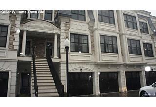 Photo of 14 Marquis Court Edgewater, NJ