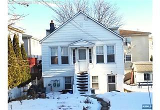 Photo of 320 10th Street Fairview, NJ