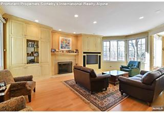 Photo of 10 Blackledge Court Closter, NJ