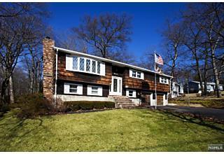 Photo of 31 Sandra Lane Bloomingdale, NJ