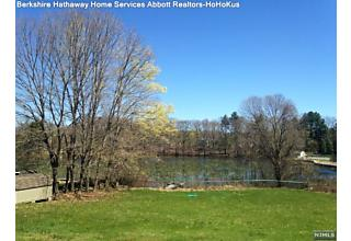 Photo of 1 Pond Lane Mahwah, NJ