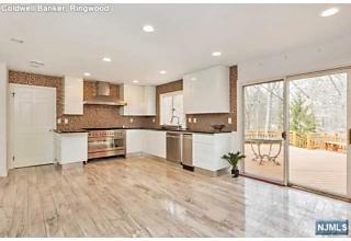 Photo of 380 Canterbury Lane Wyckoff, NJ