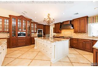Photo of 811 Colonial Road Franklin Lakes, NJ