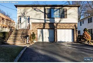 Photo of 63 Van Valkenburgh Avenue Bergenfield, NJ