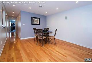 Photo of 7 Carlyle Court Teaneck, NJ