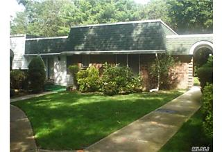 Photo of 863 Golf Ln Medford, NY 11763