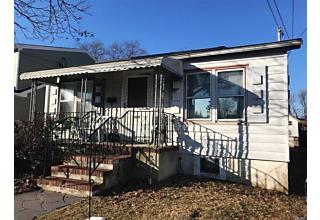 Photo of 216 W Clearwater Rd Lindenhurst, NY 11757