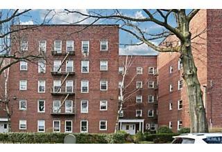 Photo of 328 North Bridge Plaza, Unit #1d Fort Lee, NJ 07024